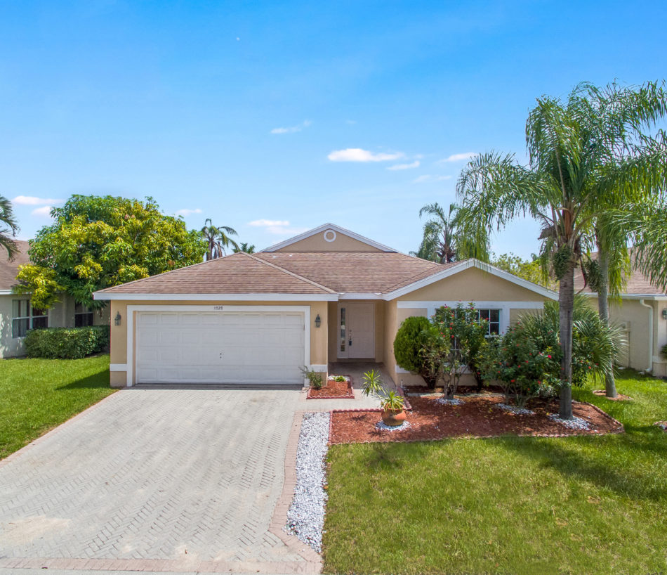 Just Listed | 1727 Sawgrass Circle | Gorgeous in Greenacres