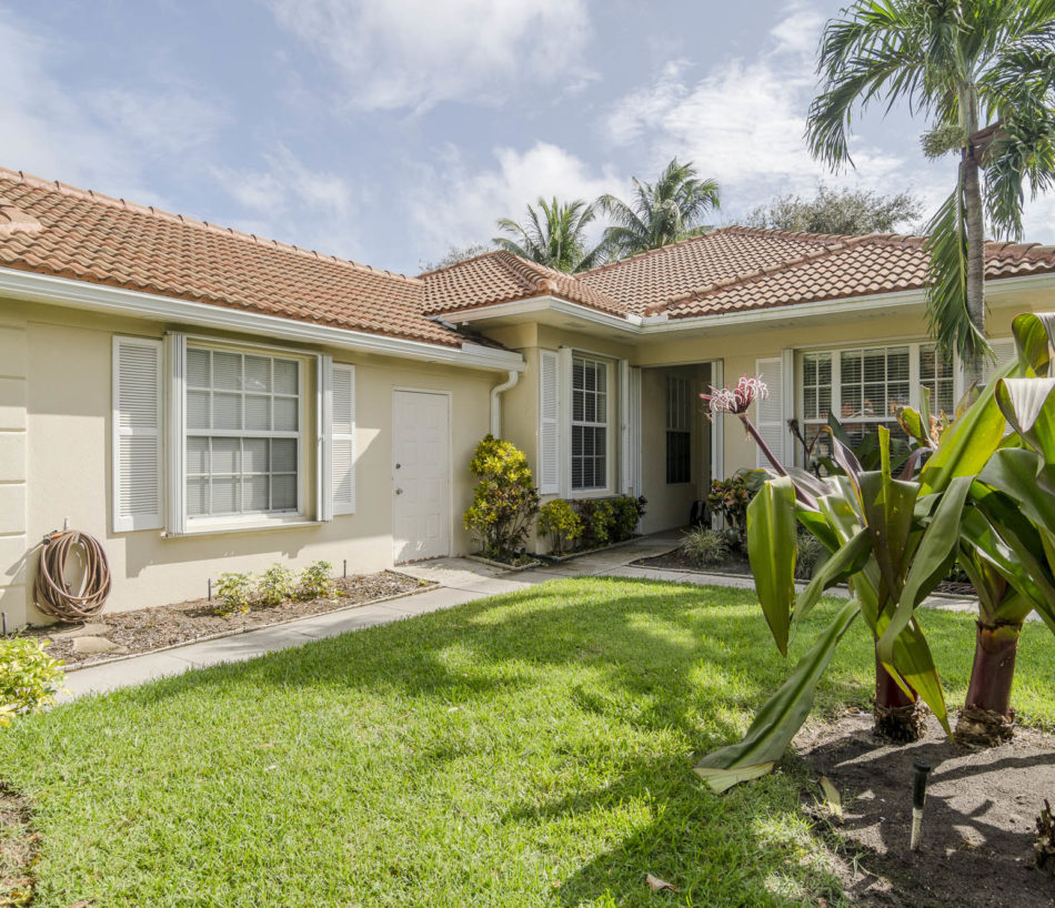 Just Listed | Pretty in Palm Beach Gardens | 401 Kelsey Park Drive